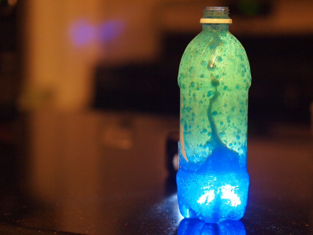 Easy Crafts for Kids: DIY Lava Lamp